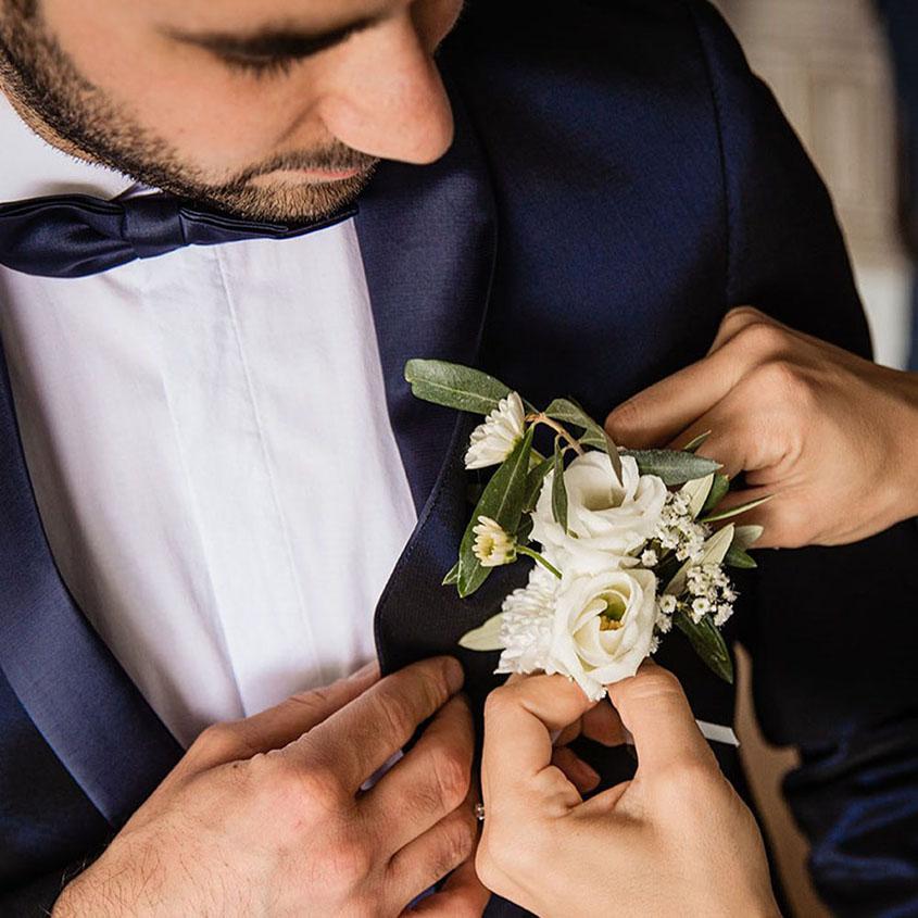 S+F matrimonio bagnato a Bolzano - fiore sposo