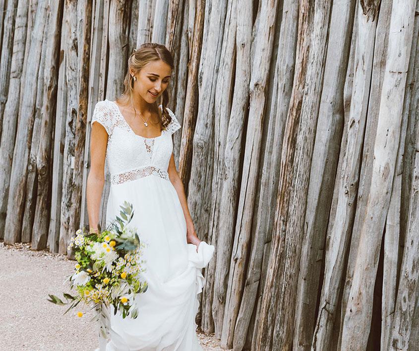 Bouquet da sposa spettinato con ulivo e succulente