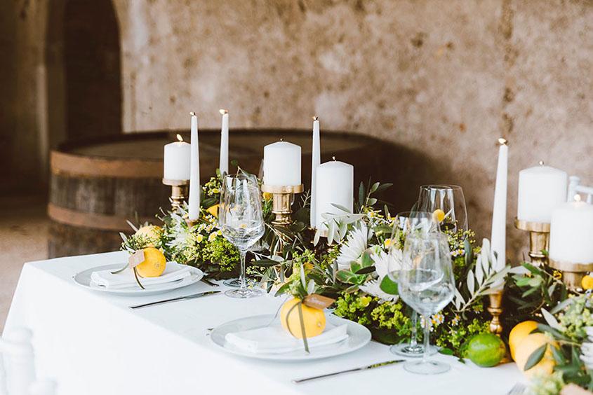 Decorazione tavolo imperiale con limoni e candele