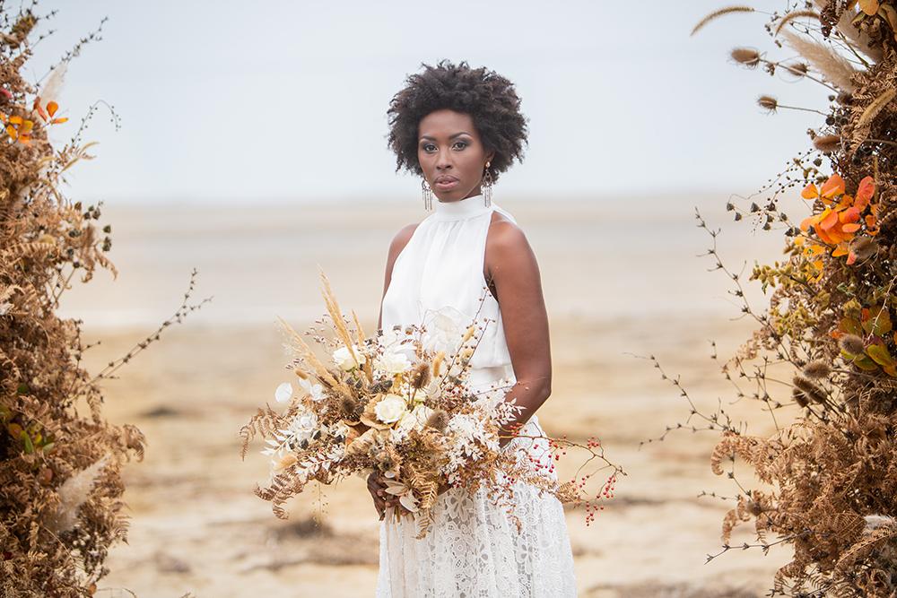 Bouquet da sposa con fiori secchi