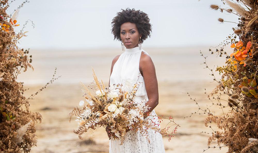 Bouquet da sposa spettinato con fiori secchi
