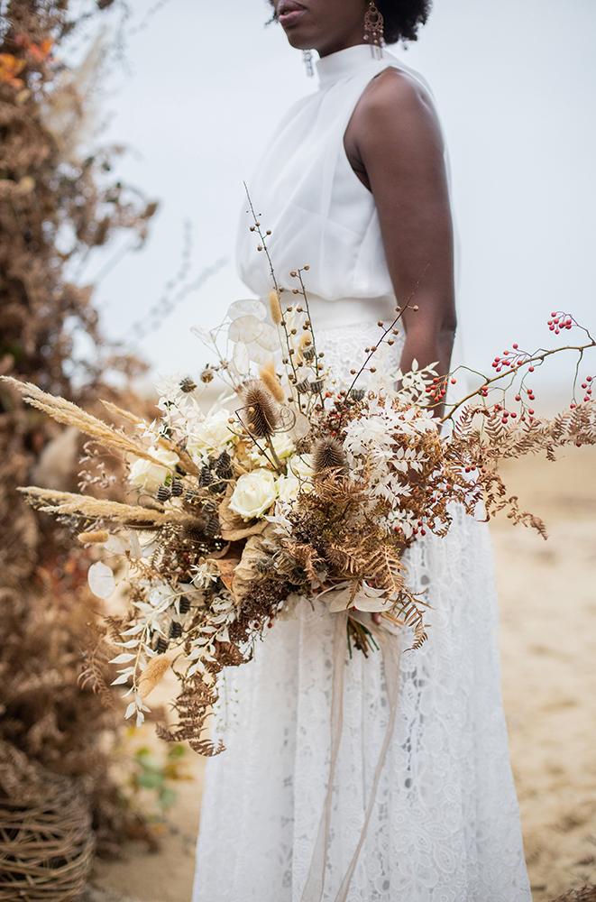 Mazzo da sposa con fiori secchi