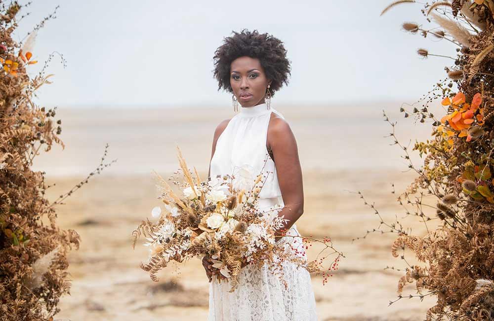 Styled shoot - Mazzo da sposa con fiori secchi