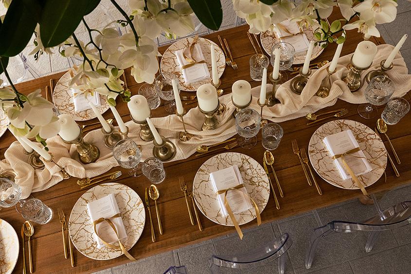 table setting bianco avorio e oro