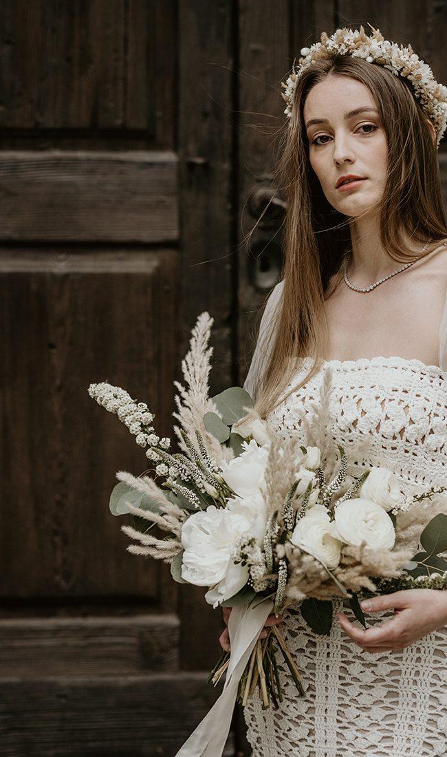 Bouquet boho con pampas e peonie