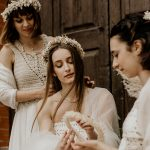 Matrimonio Vintage in Trentino in cantina vinicola sposa e damigelle