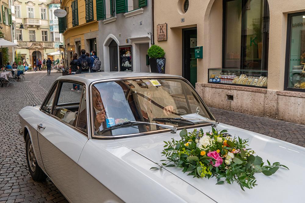 Decorazione macchina d'apoca in arrivo a Bolzano